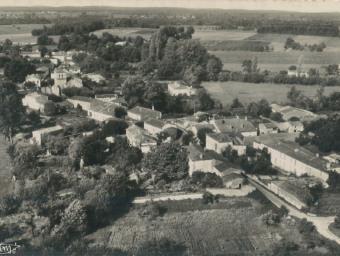 CP-Bourg-de-Cravans-Vue-aérienne