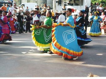 1-14-juillet-2004-Groupe-folklorique-mexicain