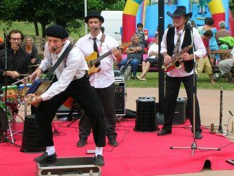 12-14-juillet-2010-Groupe-musical-Zago