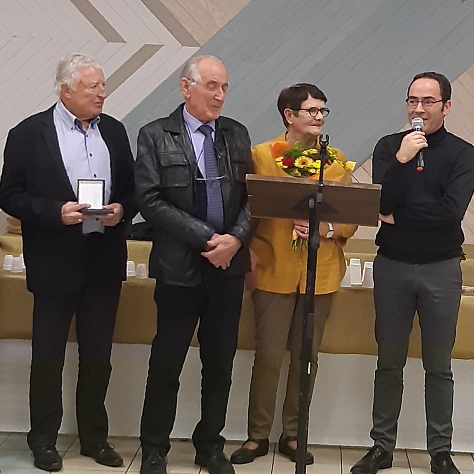 Voeux-2020-Médaille-et-fleurs-JP-Joulin