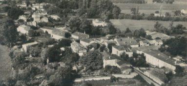 Vue aérienne du bourg de Cravans, autrefois